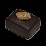 PATE D'AMANDE PISTACHE : Pâte d'amande parfumée à la pistache enrobée de chocolat noir